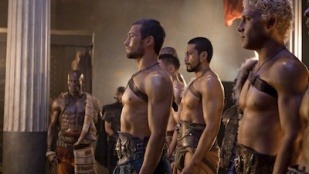 Spartacus: Blood and Sand 01x10 : Party Favors- Seriesaddict